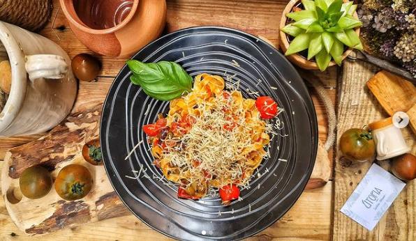 Assiette de pâtes italiennes vegan à Nice